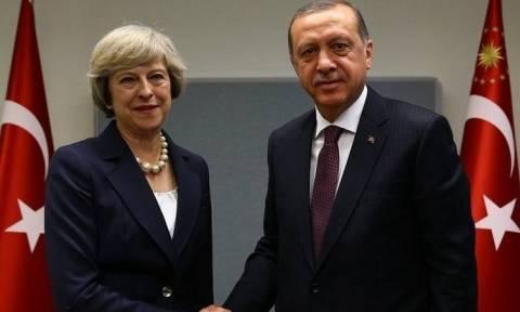 Επίθεση Λονδίνο: Συλλυπητήρια Ερντογάν στην Τερέζα Μέι για τα θύματα