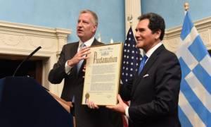Ο δήμαρχος Νέας Υόρκης τιμά τον ομογενή παρουσιαστή Ερνι Ανάστο