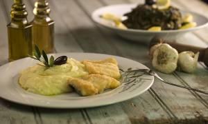 25 Μαρτίου: Γιατί τρώμε μπακαλιάρο σκορδαλιά με κουρκούτι