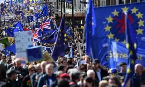 Λονδίνο: «Βούλιαξε» από διαδηλωτές κατά του Brexit