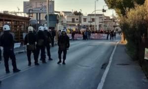 Χανιά: Ένταση και επεισόδια έξω από τα γραφεία της Χρυσής Αυγής