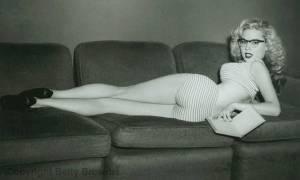 Μπέτι Μπρόσμερ, το διάσημο pin up κορίτσι με την «ανέφικτη» μέση-κλέψυδρα (Pics)