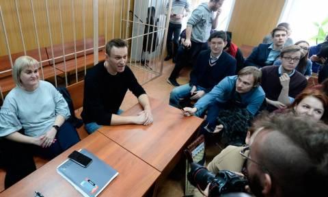 Суд приговорил Навального к штрафу и 15 суткам ареста