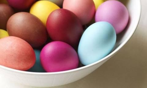 Παντζάρι, κόκκινο λάχανο, κρεμμύδι, κουρκουμάς: Τέσσερις φυσικοί τρόποι για να βάψετε τα αβγά σας!