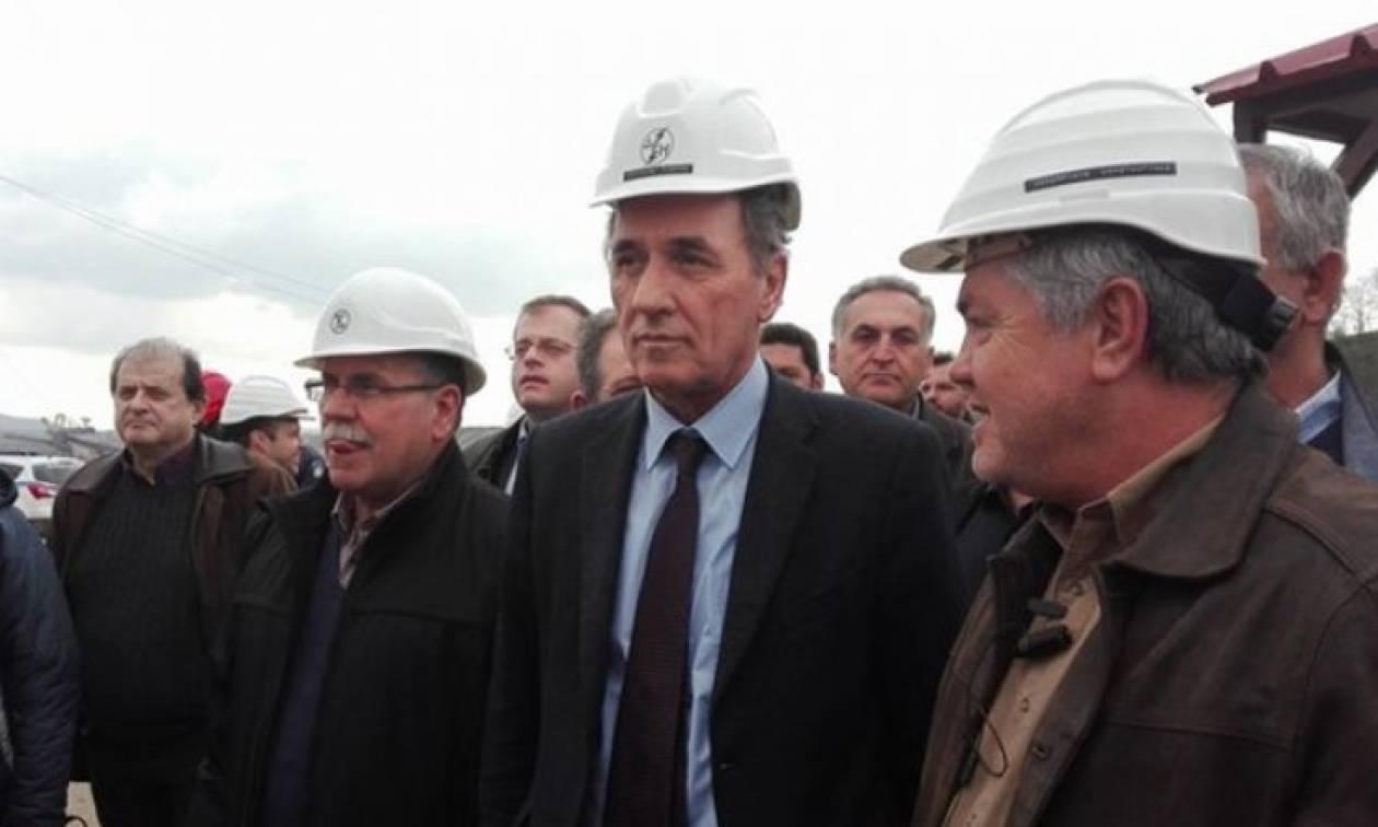 Χαμός στην Κοζάνη: Γιούχαραν τον Σταθάκη εργαζόμενοι της ΔΕΗ (vid)