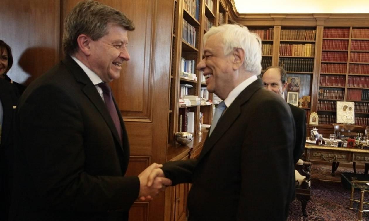 Παυλόπουλος: Η οικονομία και το νόμισμα πρέπει να υπηρετούν τον άνθρωπο