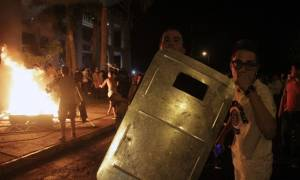 Σκηνές χάους στην Παραγουάη: Διαδηλωτές κατέλαβαν διά της βίας το Κογκρέσο (photos)
