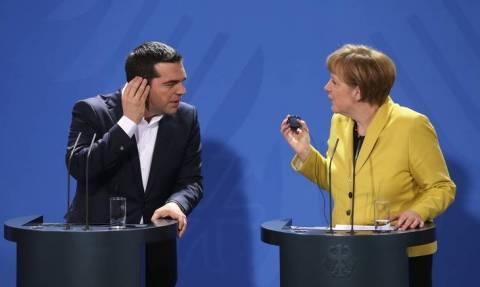 Συνομιλίες στην κόψη του ξυραφιού: Έγινε το τηλεφώνημα Τσίπρα - Μέρκελ