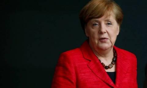 Η καγκελάριος Μέρκελ υπεραμύνεται των ομαδικών απελάσεων Αφγανών