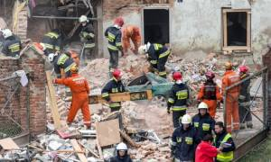 Τραγωδία στην Πολωνία: Κατέρρευσε κτήριο έπειτα από έκρηξη – Τουλάχιστον έξι νεκροί (Pics)