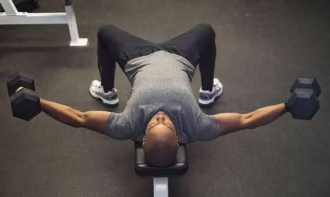 Τίτλος: Οι 5 ασκήσεις με βαράκια για να φτιάξεις δυνατό στήθος