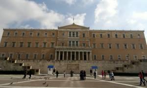Εξωδικαστικός Συμβιβασμός: Πότε έρχεται στη Βουλή και ποιους αφορά - Ποια κόμματα καταψηφίζουν