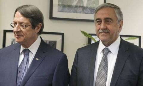 Επανέναρξη συνομιλιών για το Κυπριακό: Συνάντηση Αναστασιάδη - Ακιντζί