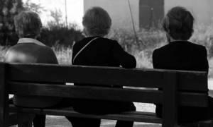 Κρυφή παγίδα «κουρεύει» κατά 50% τις συντάξεις χηρείας