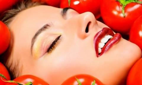 Φτιάξτε μάσκες ενυδάτωσης και καθαρισμού από ντομάτα