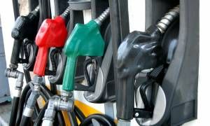 «Φωτιά» τα καύσιμα: Πληρώνουμε... χρυσά πετρέλαιο κίνησης και βενζίνη