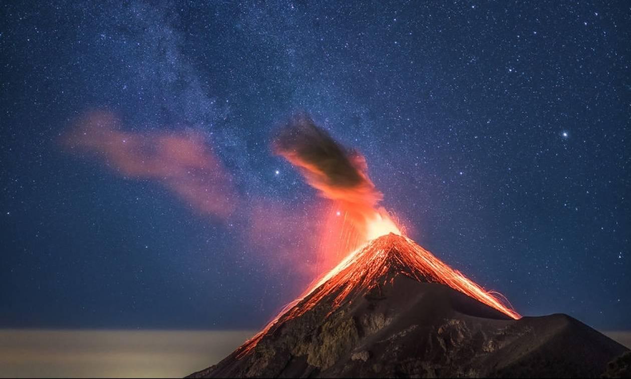 Το Fuego βρυχάται: Εντυπωσιακές φωτογραφίες από το ηφαίστειο στη Γουατεμάλα (pics)