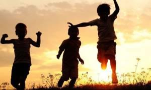 Οικογενειακά επιδόματα: Ποιοι είναι οι δικαιούχοι και πώς γίνεται η υποβολή των αιτήσεων