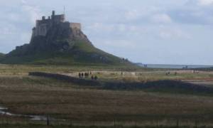 Lindisfarne: Το «ιερό νησί», που εμφανίζεται όταν πέφτει η παλίρροια (Vid)