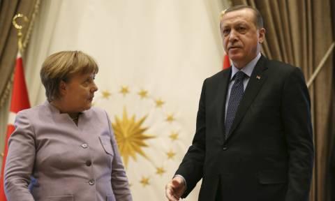 Δημοψήφισμα Τουρκία - Μέρκελ προς Ερντογάν: Φέρεις ευθύνη – Διαίρεσες την τουρκική κοινωνία