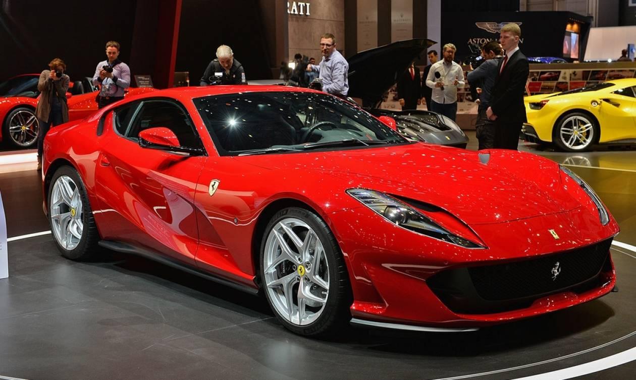 Όταν βγαίνει νέα Ferrari, τα άλλα αυτοκίνητα βαράνε προσοχή