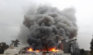 Κάηκε ολοσχερώς μεγάλη επιχείρηση της χώρας