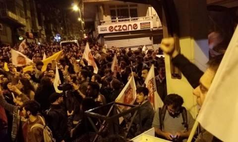 Δημοψήφισμα Τουρκία: Στους δρόμους οι Τούρκοι κατά του Ερντογάν   (photos)