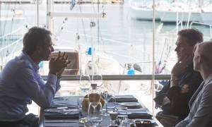 Γεύμα Μητσοτάκη με τον αντιπρόεδρο της Κομισιόν - Τι συζήτησαν