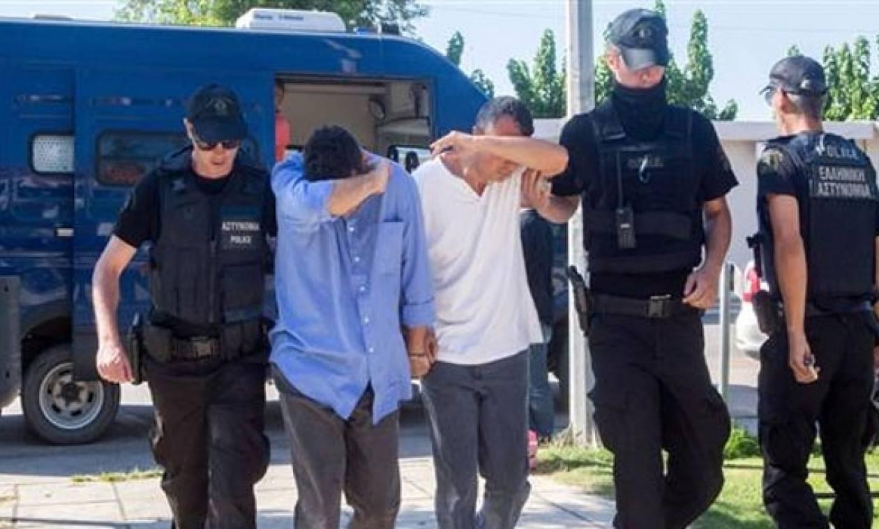 Στη Δικαιοσύνη και πάλι η έκδοση ή μη των 8 Τούρκων στρατιωτικών