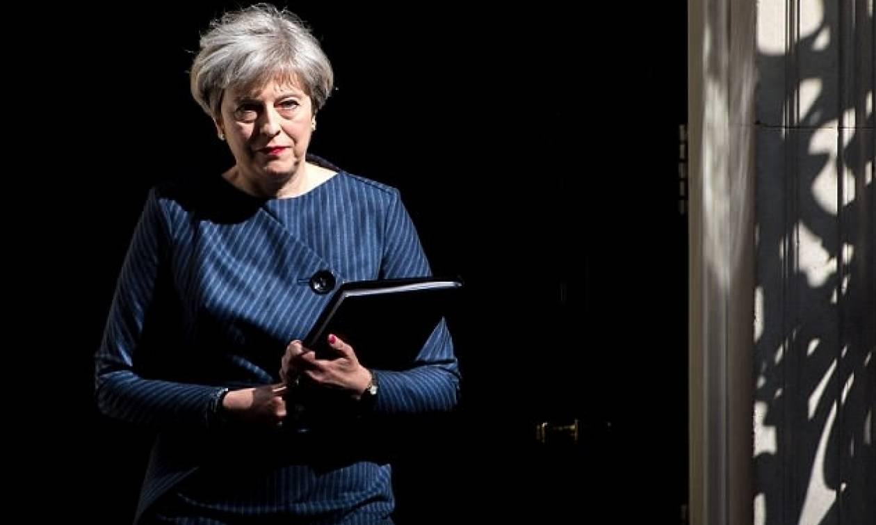 Είδηση-βόμβα από Τερέζα Μέι: Τέλος η ελεύθερη μετακίνηση πολιτών της ΕΕ προς τη Βρετανία