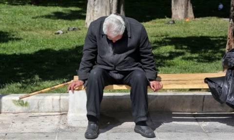 Η εξόντωση των συνταξιούχων: Ποιοι χάνουν μία σύνταξη και «μένουν» με κάτι... ψιλά!