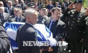 В Греции простились с пилотом, погибшим в результате крушения вертолета