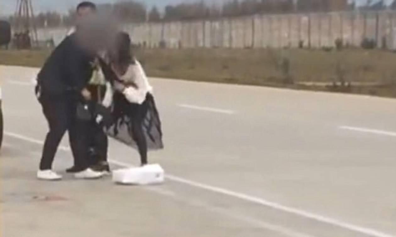 Απίστευτος καβγάς ζευγαριού στη μέση του διαδρόμου απογείωσης - Καθυστέρησαν την πτήση! (vid)