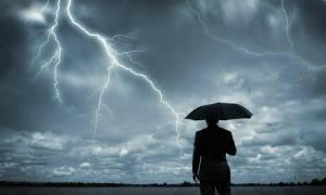 Καιρός: Οι μετεωρολόγοι προειδοποιούν για χιόνια και καταιγίδες – Πού θα χτυπήσουν τα φαινόμενα