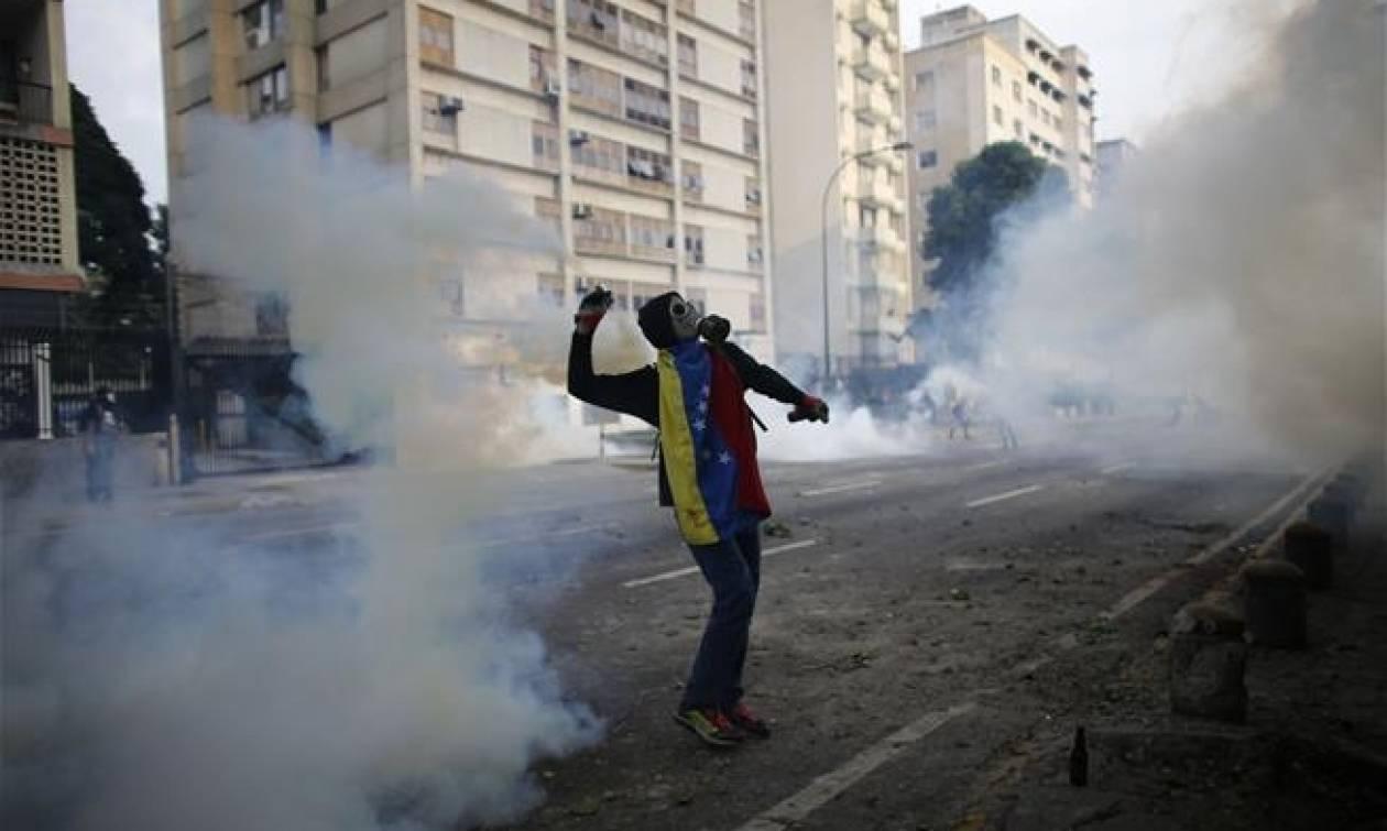 Νύχτα κόλαση και χάους στη Βενεζουέλα: Άλλοι 12 νεκροί (videos)