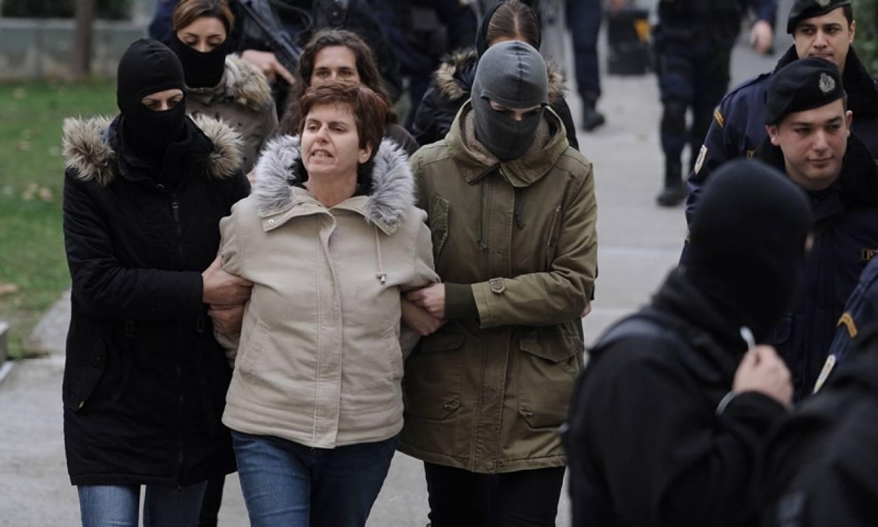 Συνεργούς της Πόλας Ρούπα ψάχνει η Αστυνομία για τη βόμβα σε τράπεζα στο κέντρο της Αθήνας