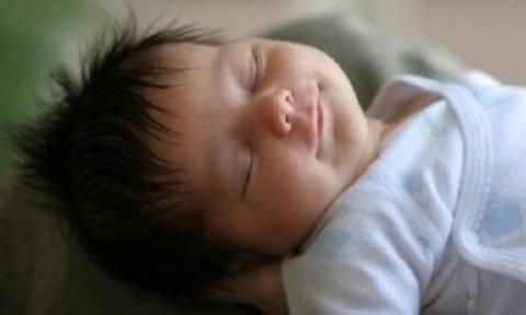 Μέθοδος Ferber: Βοηθάει ή όχι το μωρό να κοιμηθεί;