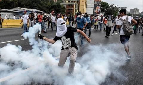 Βενεζουέλα: Άλλοι δύο διαδηλωτές σκοτώθηκαν, στους 26 οι νεκροί (video)