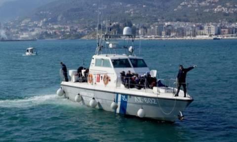 Μύκονος: Σύλληψη 15 προσφύγων - Σκάφος τους μετέφερε στην περιοχή Μερχιά