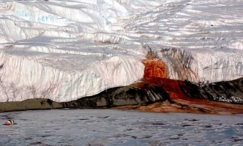 Οι έρευνες μίλησαν: Τι είναι τελικά το «ματωμένο ποτάμι» της Ανταρκτικής (video)