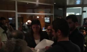 ΔΕΗ: Η Ζωή Κωνσταντοπούλου διαμαρτυρήθηκε στα γραφεία της ΔΕΗ για τους λογαριασμούς - φωτιά