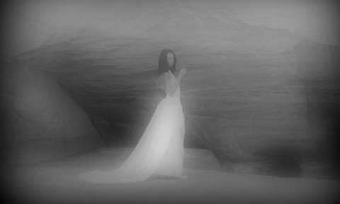 Επέστρεψε η «Λευκή Κυρία», το φάντασμα που έγινε και ταινία (pic & vid)