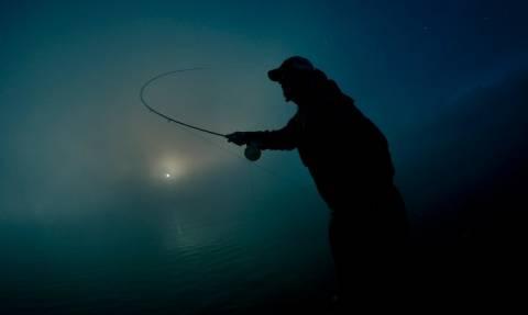 Ψαράς-φάντασμα εμφανίστηκε στη selfie μικρού κοριτσιού