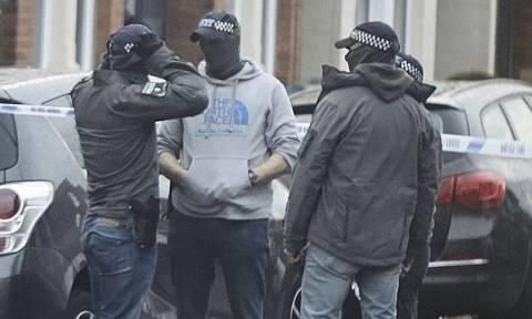 Συναγερμός στη Βρετανία: Έφοδος της αντιτρομοκρατικής με συλλήψεις και τραυματίες στο Λονδίνο (Vid)