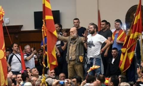 Η Μόσχα «βλέπει» ξένο δάκτυλο πίσω από τα επεισόδια στα Σκόπια