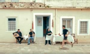 Κρήτη: Χίλια μπράβο σε αυτούς που σκέφτηκαν τη διαφήμιση για τον αγώνα δρόμου στο Λασίθι!