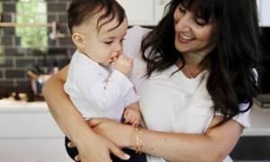 Τα τρία κοινά... «λάθη» που κάνουν οι μαμάδες τον πρώτο χρόνο με το μωρό τους