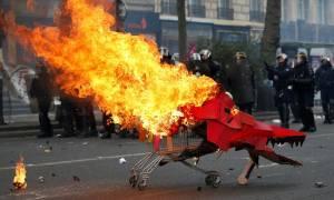 Πρωτομαγιά 2017: «Φλέγεται» το Παρίσι - Συγκρούσεις διαδηλωτών με την αστυνομία (pics+vid)