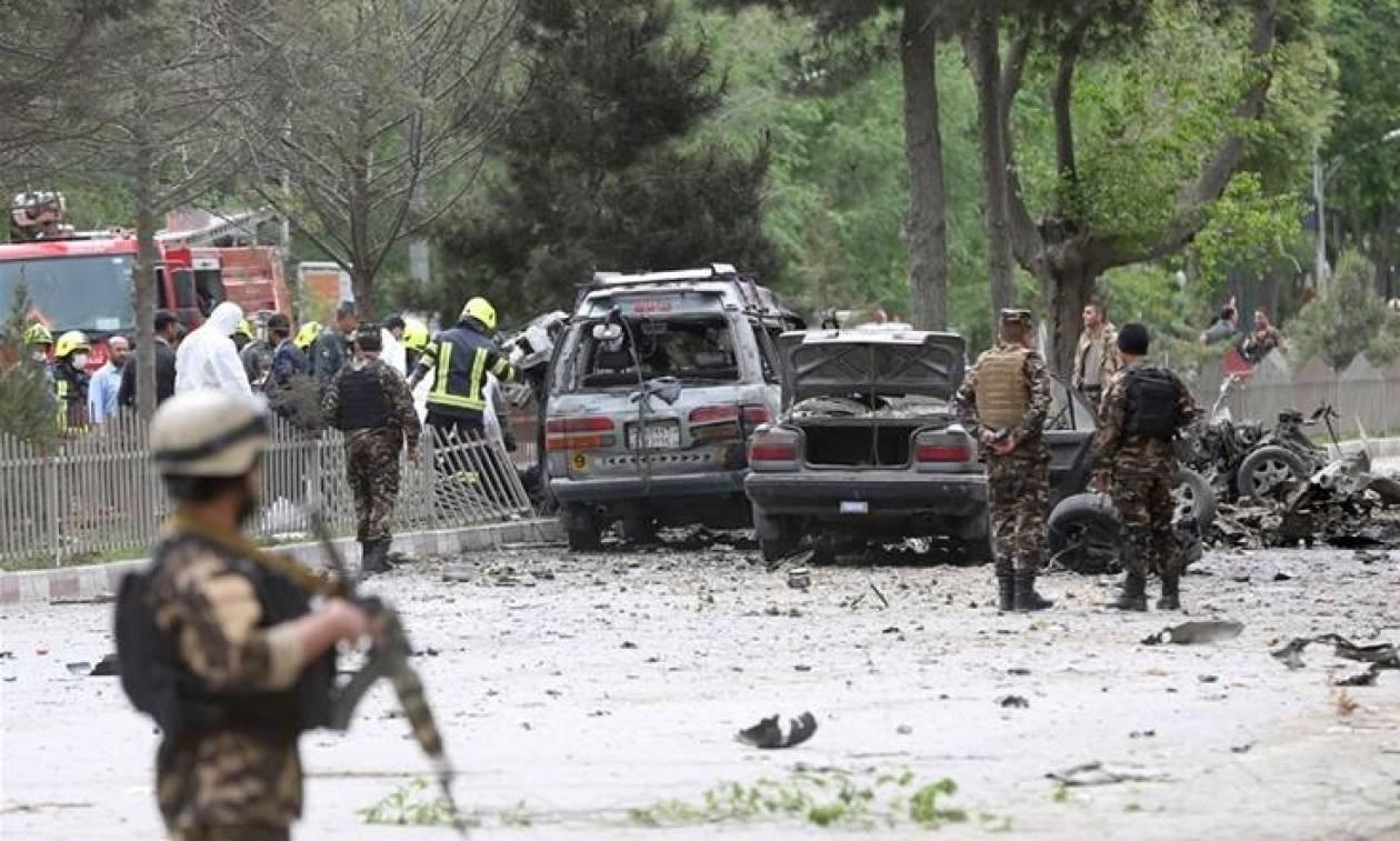 Αφγανιστάν: Επίθεση αυτοκτονίας σε αυτοκίνητα του ΝΑΤΟ – Οκτώ νεκροί και πολλοί τραυματίες