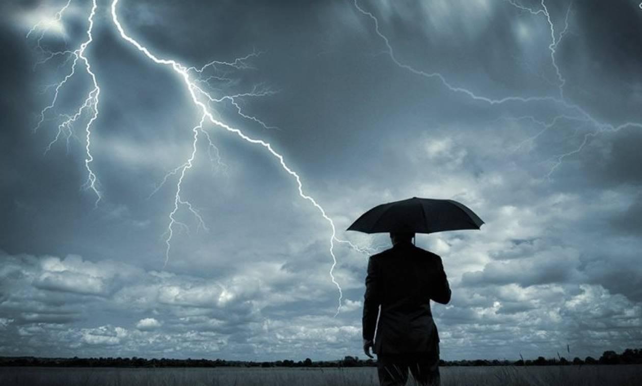 Βγάλτε ομπρέλες: Ερχεται κακοκαιρία ως την Τρίτη με βροχές και καταιγίδες. Πέφτει η θερμοκρασία!